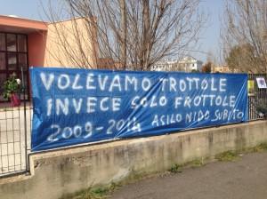 """""""Guerrilla Gardening"""" davanti la scuola chiusa di Via Lorenzo Allievi"""