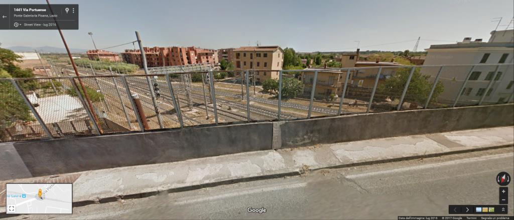 La ferrovia passa nel centro abitato di Ponte Galeria